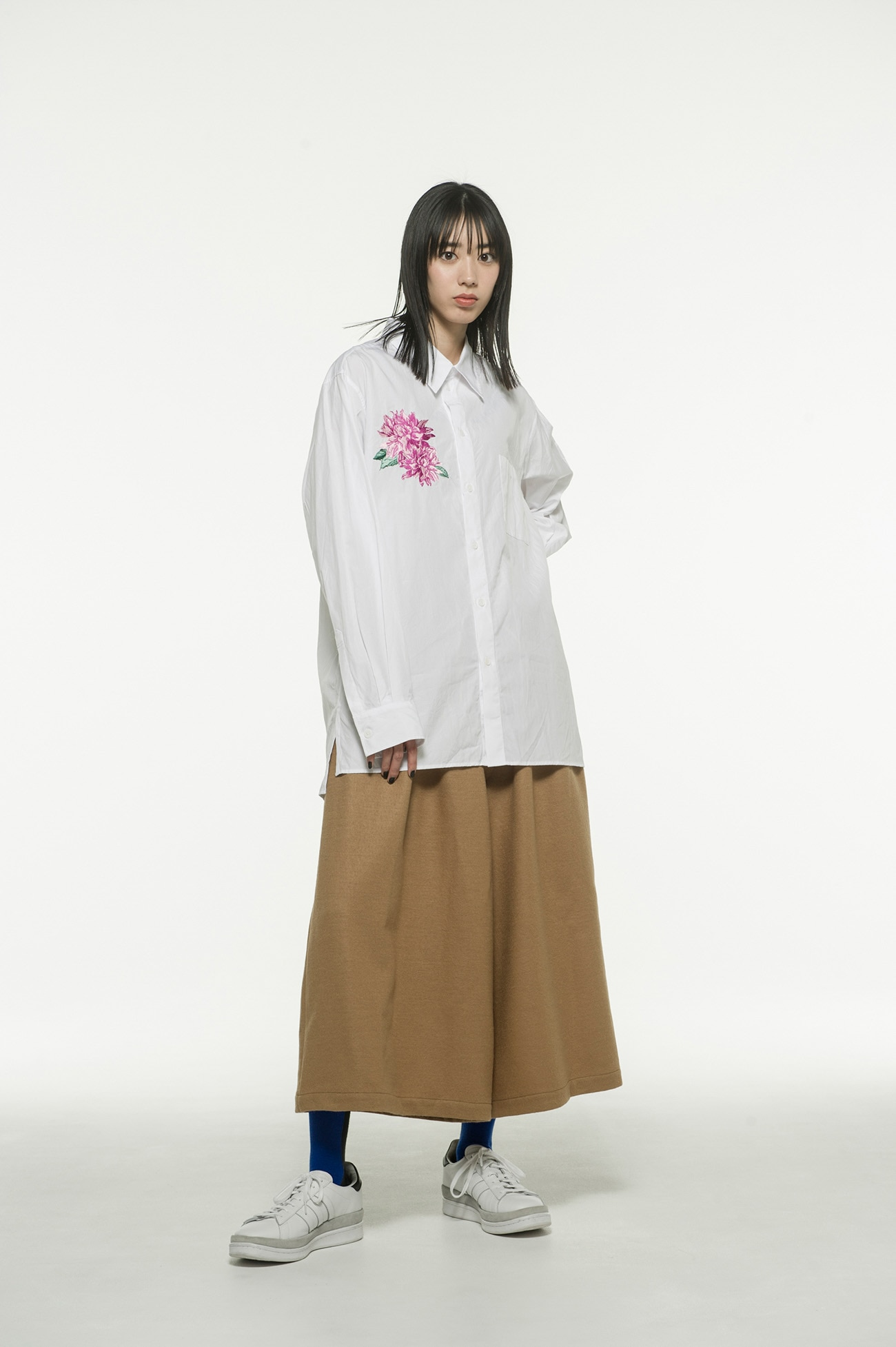 100/2 Broad Dahlia Flower Embroidery Regular Shirt